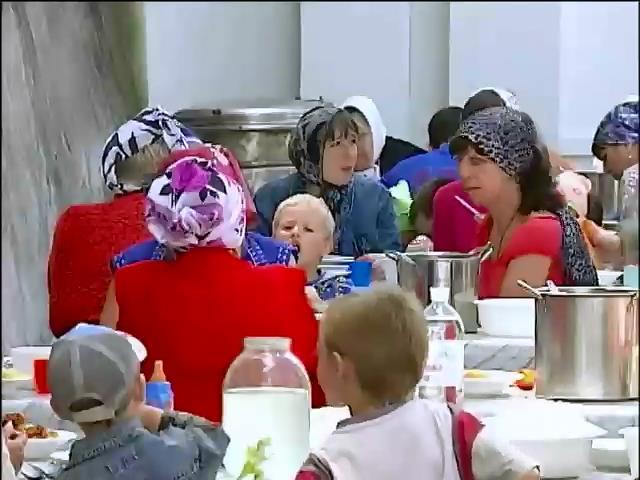 В Святогорске благословили помощь переселенцам со всего Донбасса (видео)