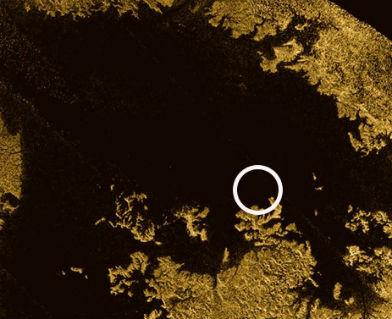 """Ученые обнаружили """"исчезающий остров"""" на Титане"""