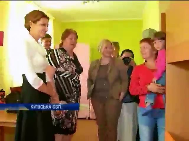 Перша ледi Украiни провiдала дiтей-переселенцiв зi сходу (видео)