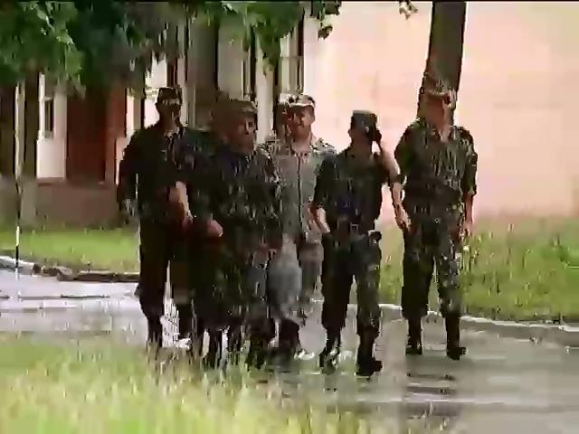 До окончания перемирия меньше суток - армия уже направляется в зону АТО (видео)