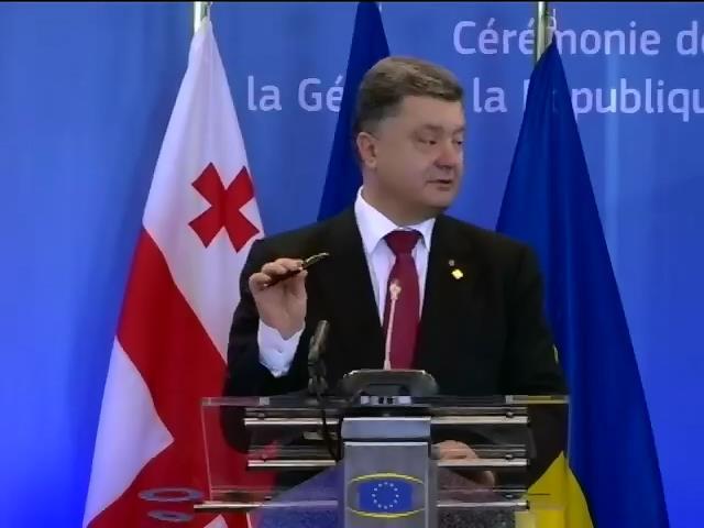 Ручку Януковича для Порошенко сохранила и привезла президент Литвы (видео) (видео)