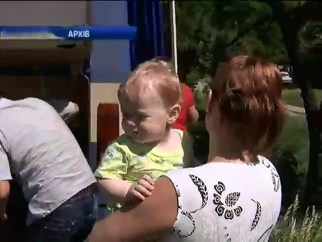 З Донбасу евакуювали вже бiльше тисячi дiтей (видео)