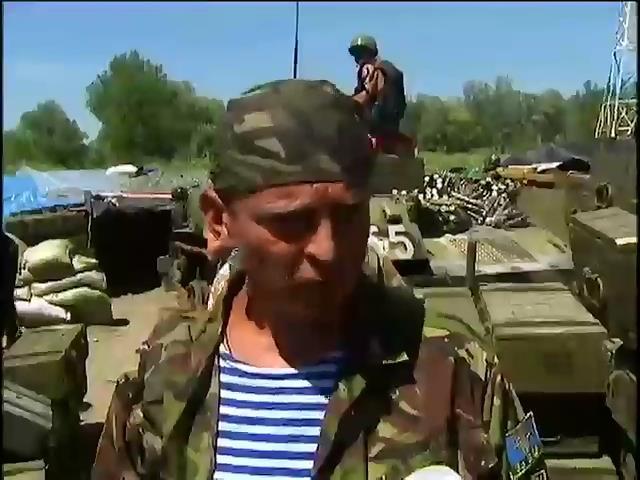 В последние часы перемирия убитых солдат вывозят в мешках (видео) (видео)