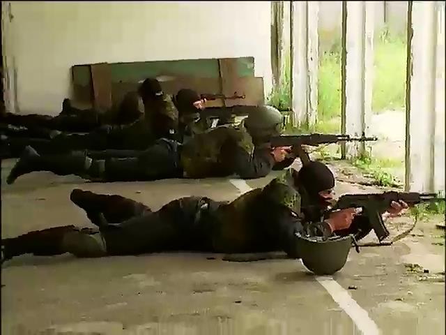 """Бойцы батальона """"Днепр-1""""  проходят жесткие тренировки в спартанских условиях (видео)"""