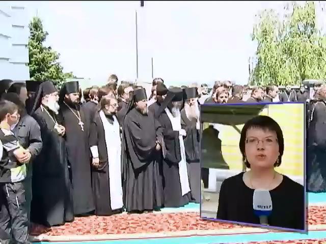 Под звон колоколов в Лавре простились с митрополитом Владимиром (видео) (видео)