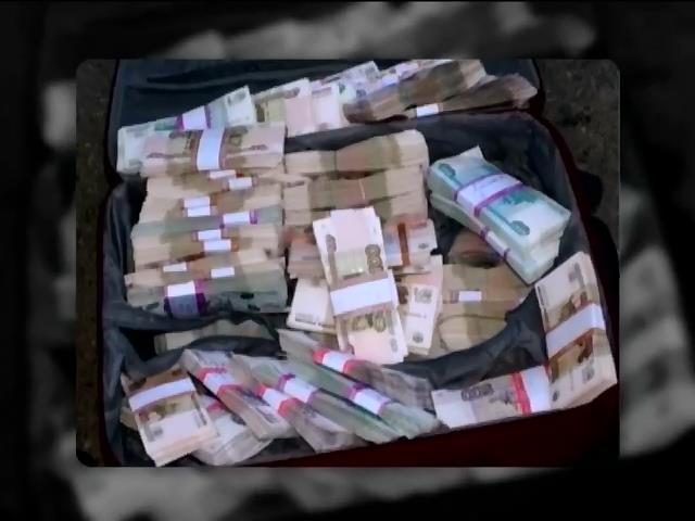 СБУ затримали кур'eра, котрий перевозив 5 мiльйонiв росiйських рублiв для терористiв (видео)