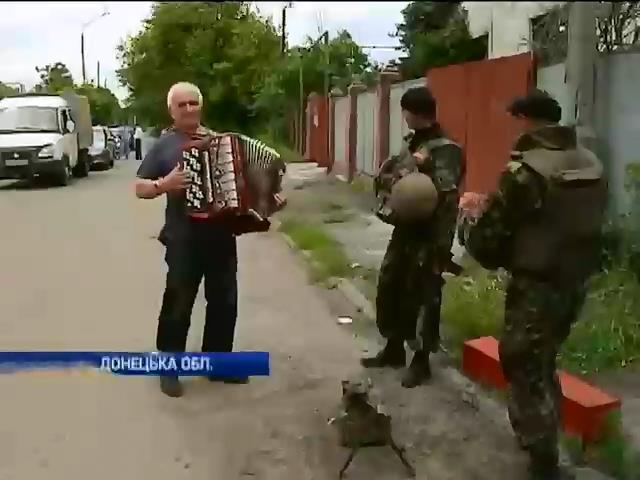 Терористи примушували мiстян Слов'янська воювати проти Украiни (вiдео) (видео)
