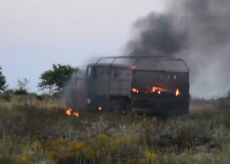 Украинские самолеты расстреляли колону бронетехники, зашедшую с территории России (видео)