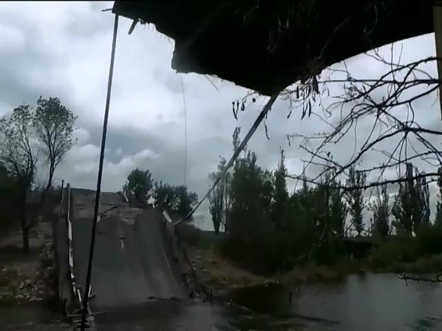 Окруженные террористы уничтожают мосты и дороги - военные показали масштабы разрушений (видео)