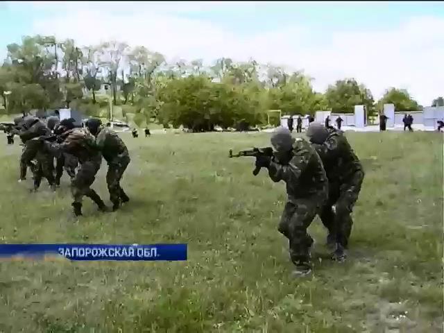 """В Запорожье новосозданный батальон """"Скиф"""" отправят в зону АТО (видео)"""
