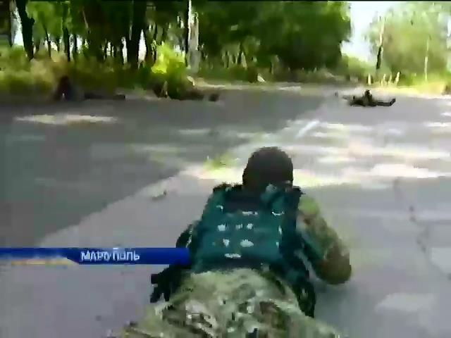 """У Марiуполi батальон """"Днiпро-1"""" шукаe причетних до захоплення адмiнбудiвель (видео)"""