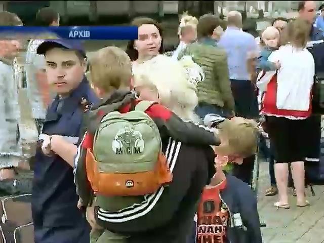 Бiльше 40 тисяч людей евакуювалися з зони бойових дiй на Донбасi (видео)