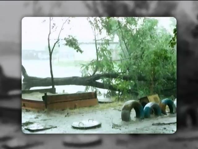 У Кривому Розi вирував потужний буревiй (видео)