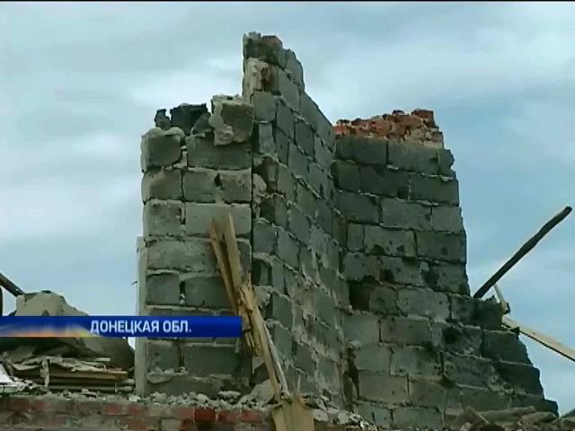 Военные и мирные жители разбирают завалы в Семеновке (видео) (видео)