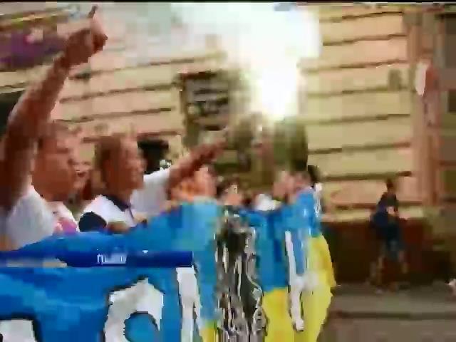 У Львовi футбольнi фани влатували марш eдностi (вiдео) (видео)