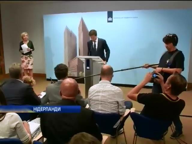 Нiдерланди вiдправлять полiцейських до мiсця падiння Боiнга-777 (видео)