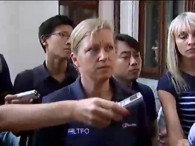 Голландськi експерти готують до вiдправки останнiй лiтак з тiлами загиблих (видео)