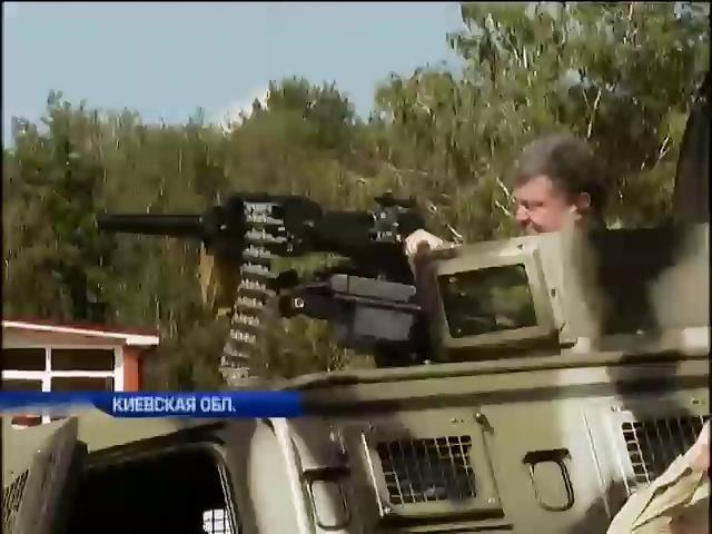 Порошенко лично проверил новое оружие для украинской армии (видео) (видео)
