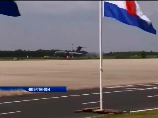 У Нiдерландах  впiзнали першу жертву катастрофи Боiнга-777 (видео)