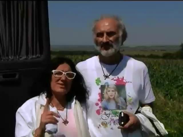 Батьки дiвчини з Боiнга-777 приiхали з Австралii на Донбас шукати доньку (вiдео) (видео)