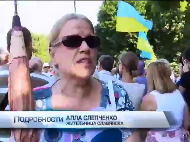 В Славянске требуют уволить чиновников, сотрудничавших с террористами (видео)