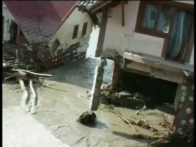Сильнi зливи топлять Румунiю: евакуйовано тисячi людей (видео)