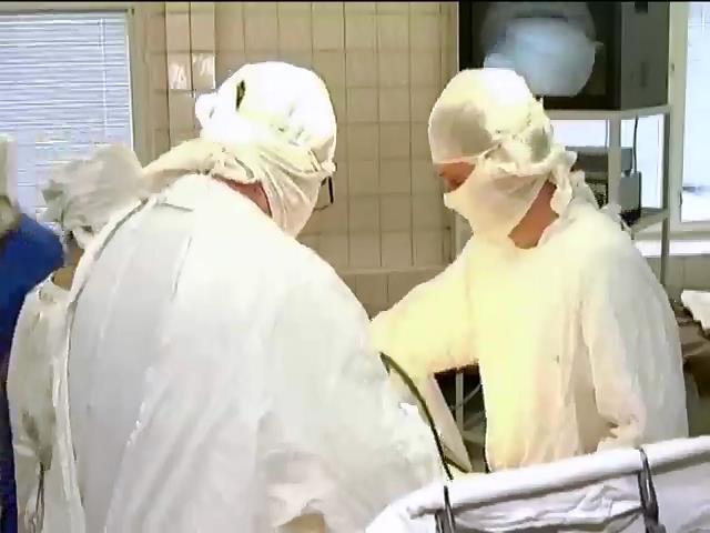 У Чернiговi рiднi загиблого на операцii хлопця звинувачують лiкарiв у недбалостi (видео)