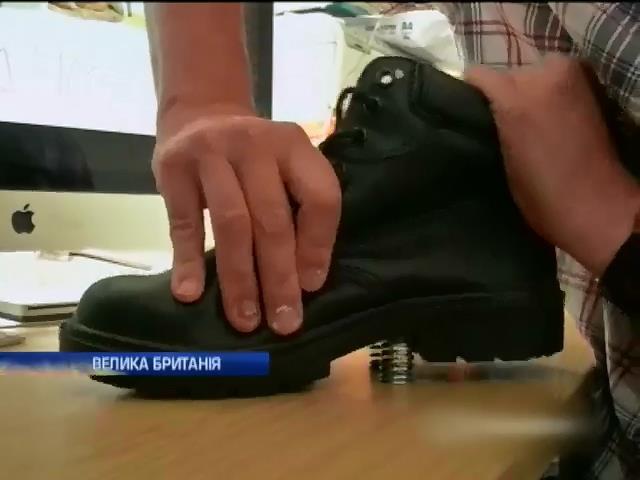 Британець винайшов черевики з пружинами (видео)