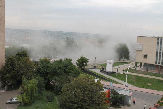 Снаряд пробил крышу Краеведческого музея Луганска