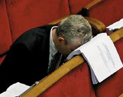 Депутатам урезали зарплаты в 2,5 раза
