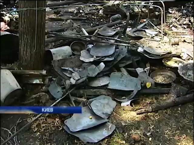 Во время пожара на Михайловской площади сгорели вещи, собранные для солдат (видео)