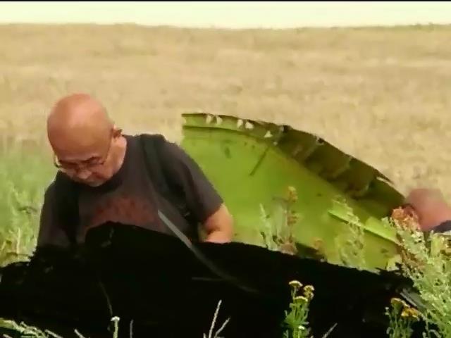 Експерти знайшли особистi речi пасажирiв Боiнга у селi Розсипне (видео)