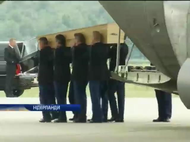 Експерти iдентифiкували вже 23 жертви катастрофи Боiнга (видео)