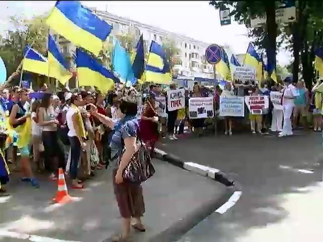 В Харькове митинговали против Кернеса и поливали людей водой (видео) (видео)