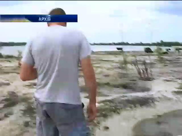 На Волинi затримали 3 чоловiкiв, якi незаконно видобували бурштин (видео)
