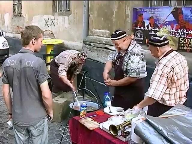 Львiвськi кухарi для АТО зварили шурпу (вiдео) (видео)