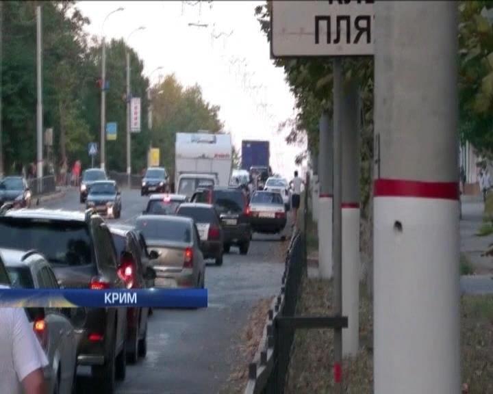У Керчi росiяни створили транспортний колапс, намагаючись поiхати з пiвострова (видео)