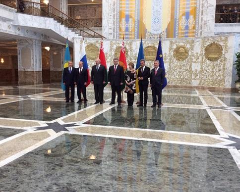Официальную встречу Порошенко и Путина в Минске отменили, но они пообщаются неофициально