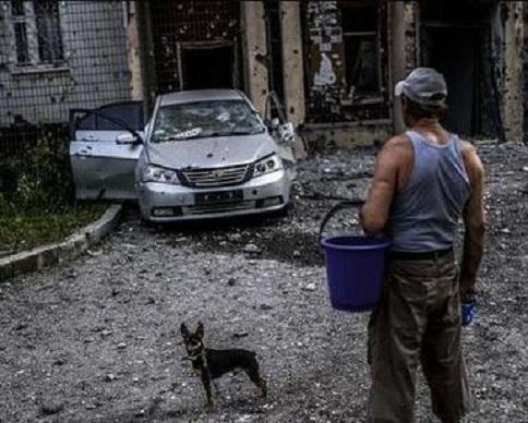 В Донецке бомбят  четыре района, снаряд попал в квартиру (фото, видео)