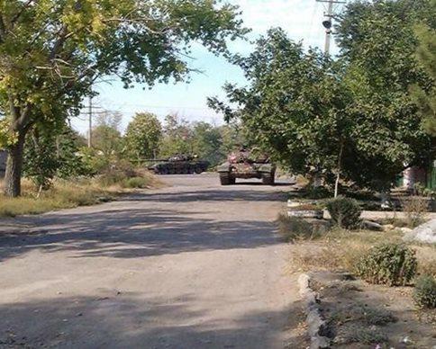 Войска России захватили Новоазовск, окружив его танками (карта)
