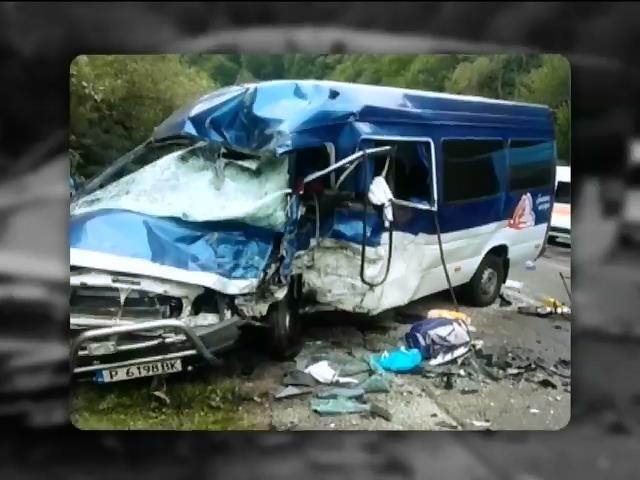 Жахлива аварія на Закарпатті забрала життя двох людей (відео)