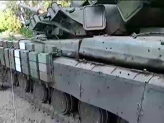 Россия перебросила на Донбасс новую бронетехнику (видео)
