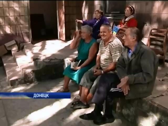 Жизнь под бомбежками: Метель из пепла и мины по дороге домой (видео) (видео)