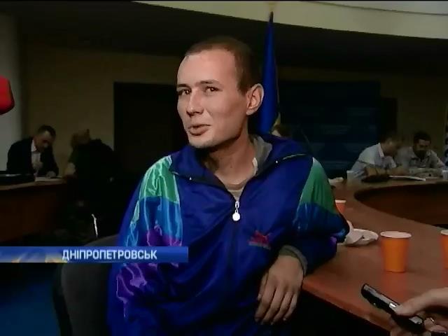 Терористи ДНР вiдпустили автослюсаря, який потрапив у полон нiзащо (видео)