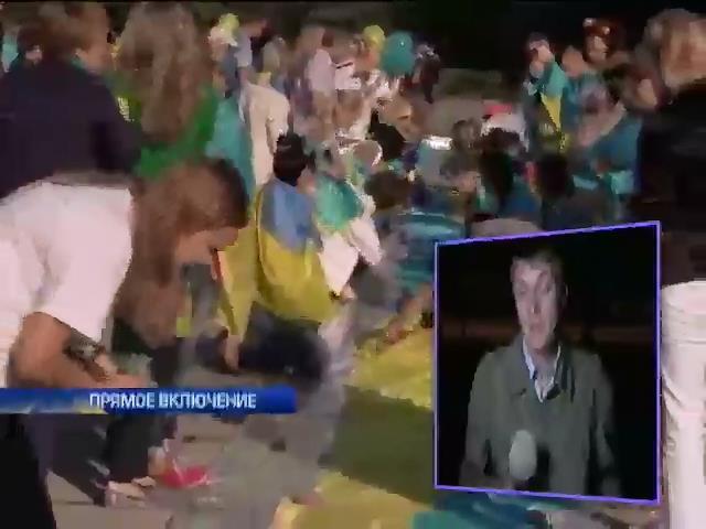 В Мариуполе прошел парад за единство Украины (видео)
