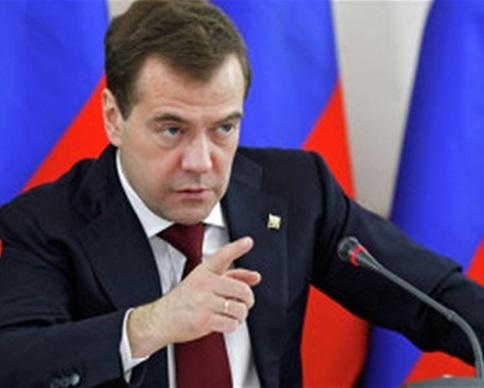 Медведев пригрозил изменить правила торговли с Украиной