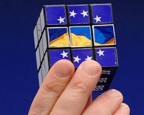 Яценюк божится, что Украина не будет откладывать выполнение ассоциации с ЕС