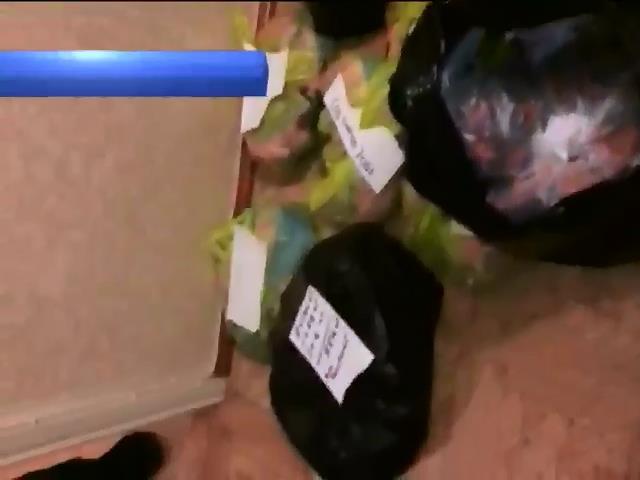 В Одесi збували наркотики пiд виглядом корму для риб (видео)