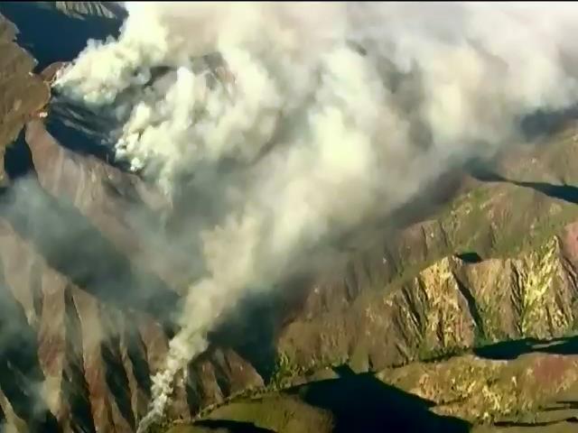 У Каліфорнії третій день вирують масштабні лісові пожежі