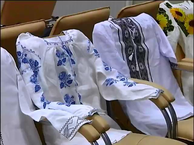 Украiнськi зiрки мiняють вишиванки на бронежилети (видео)
